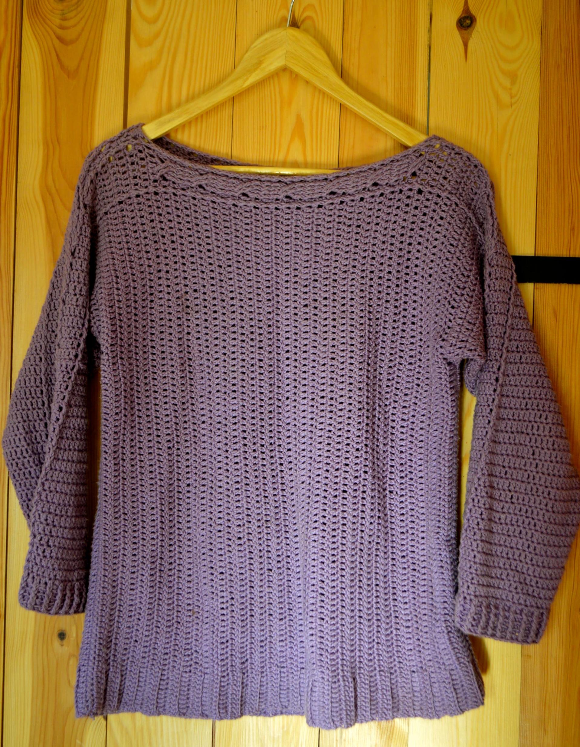 sweter lila na szydełku