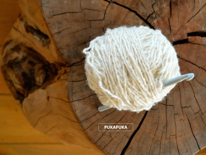 kłębek białej wełny