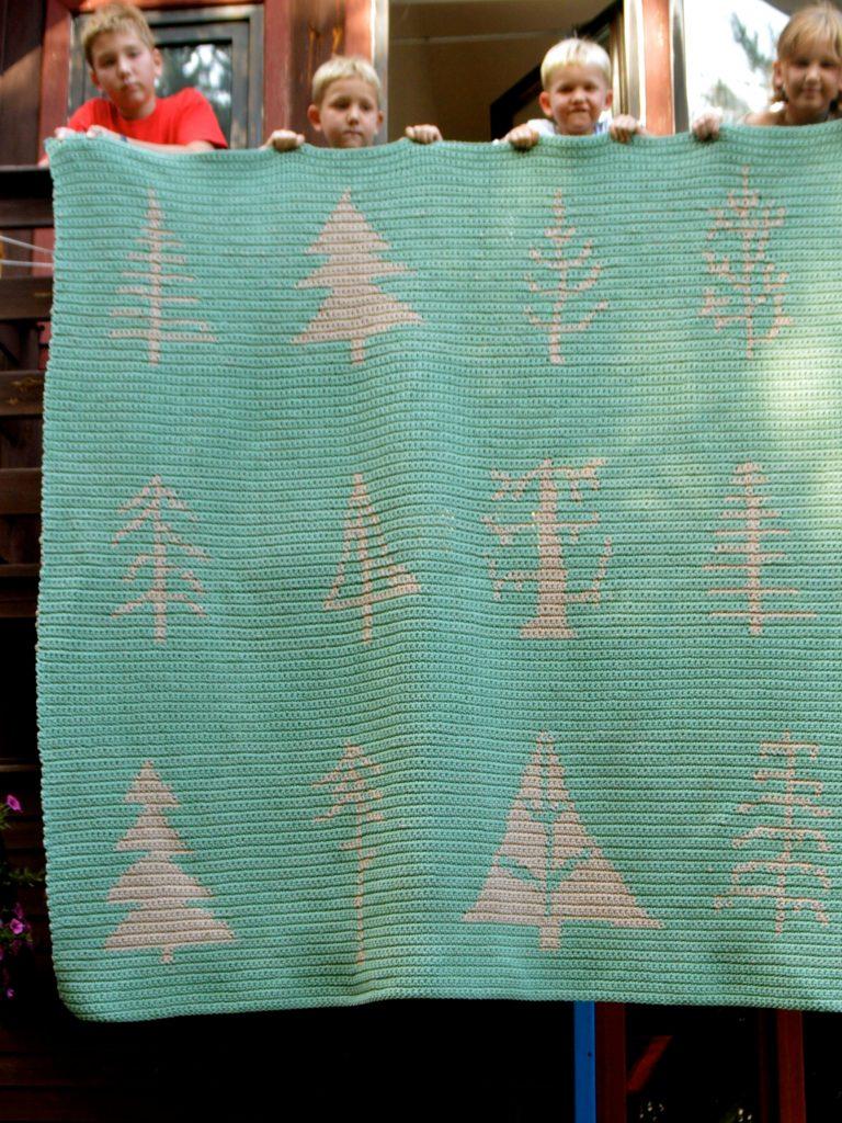 Poduszki i dywany z lasu